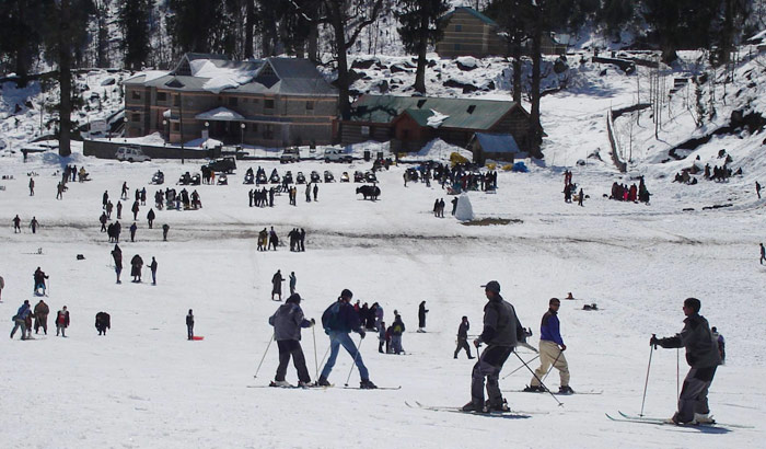 Skiing_wikimedia-commons_Saurc-zlunag
